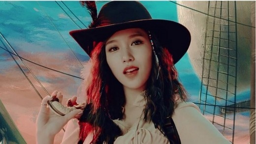 TWICE ミナ、新曲「TT」MVで女海賊に変身するも\u201cスタッフからは\u2026\u201d , ENTERTAINMENT , 韓流・韓国芸能ニュースはKstyle