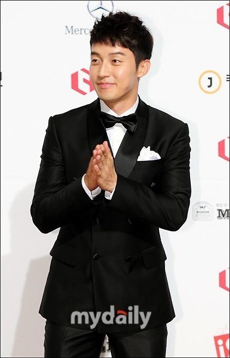 お笑い芸人ホ・ギョンファン、ユンナの後を継ぎラジオ番組のDJに抜擢…17日に初放送