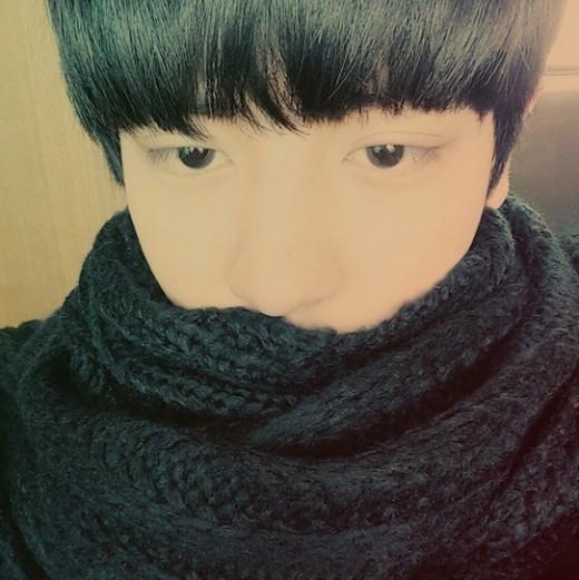 EXOチャンヨル、眠くてもイケメン…日常写真を公開「目が半分になってしまった」