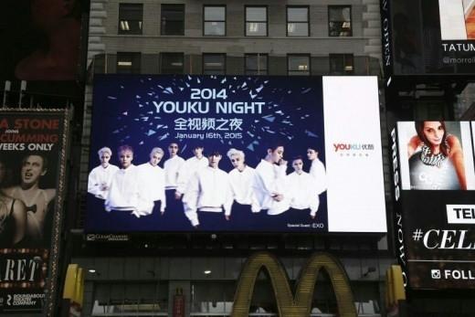 EXOがニューヨークに登場!米タイムズスクエア電光掲示板に映る姿が話題