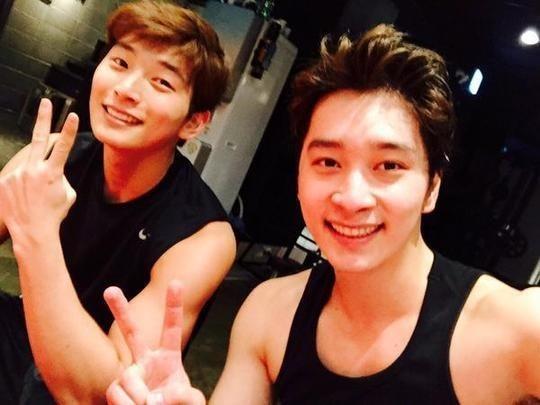 2PM チャンソン&2AM ジヌン、末っ子2人が逞しい筋肉を披露「運動しています!」
