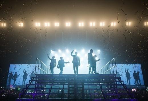 BIGBANG、初のマカオコンサートに3万人熱狂…誕生日を控えたT.O.Pのためにファンのサプライズイベントも