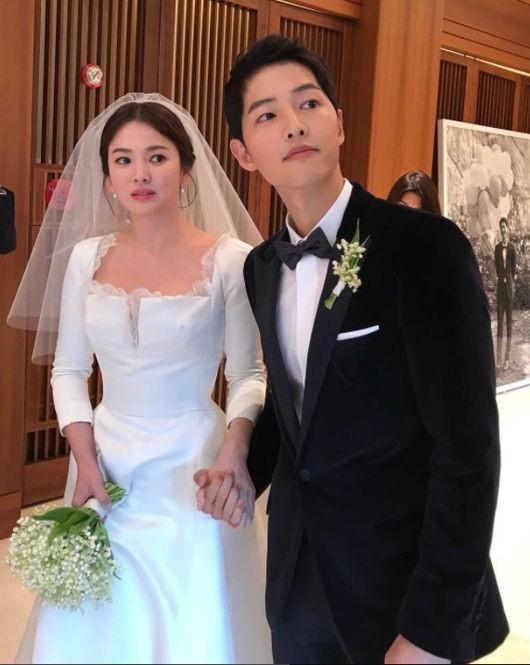 ソン・ジュンギ&ソン・ヘギョ、手をつないだ結婚式の写真が公開\u2026\u201c新婦をリードする新郎\u201d , ENTERTAINMENT ,  韓流・韓国芸能ニュースはKstyle