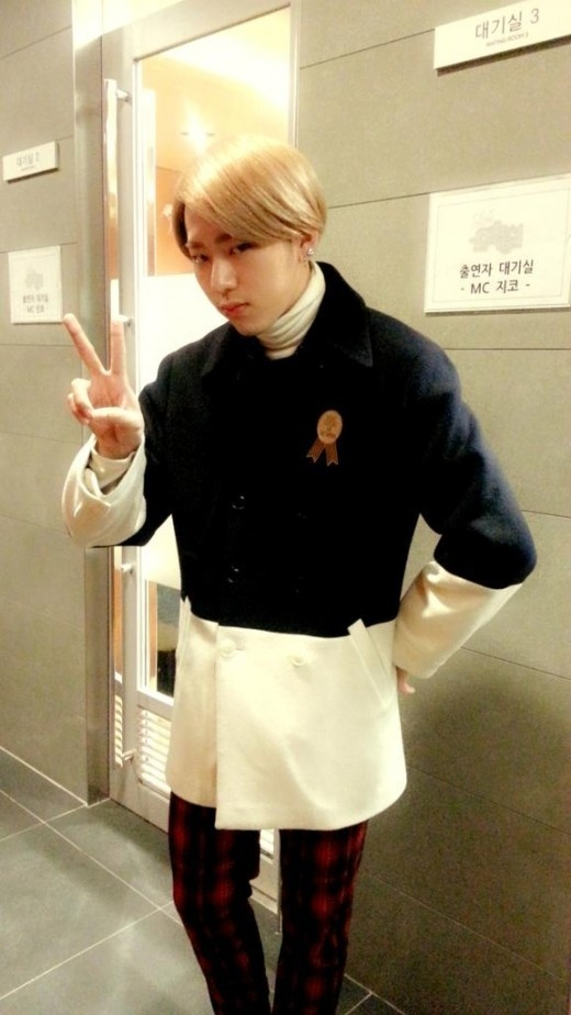 "Block B ジコ「音楽中心」をセルフPR""今日はクリスマス特集!"""