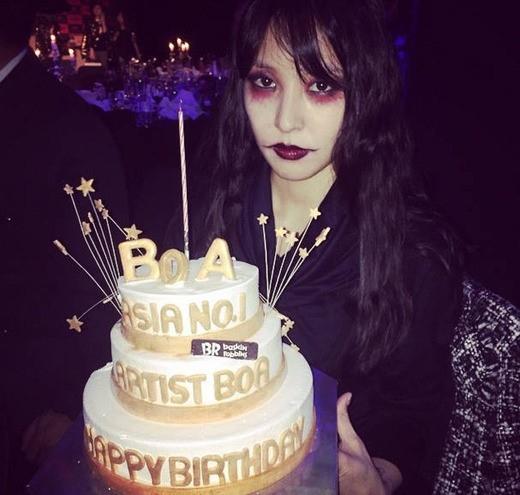 "BoA、ハロウィンの仮装姿で撮った誕生日記念ショットを公開""20代の最後の誕生日"""