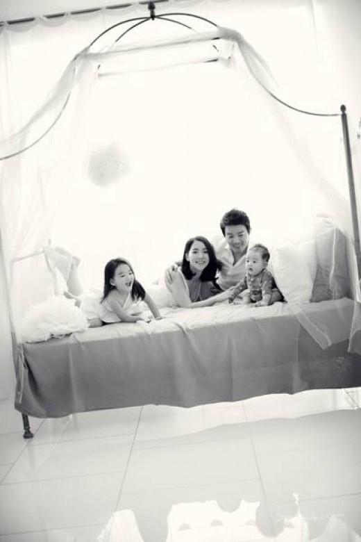 """イ・ボムス&イ・ユンジン夫婦、幸せな家族写真を公開""""温かい雰囲気"""""""