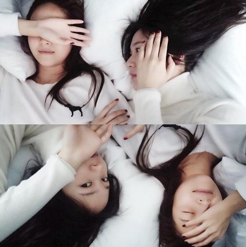 ジェシカ&f(x) クリスタル、ベッドで撮ったグラビアのような自撮り公開