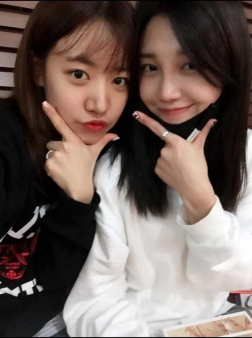 """Apink チョン・ウンジ&キム・ナムジュ、愛らしい2人のツーショット""""練習中"""""""