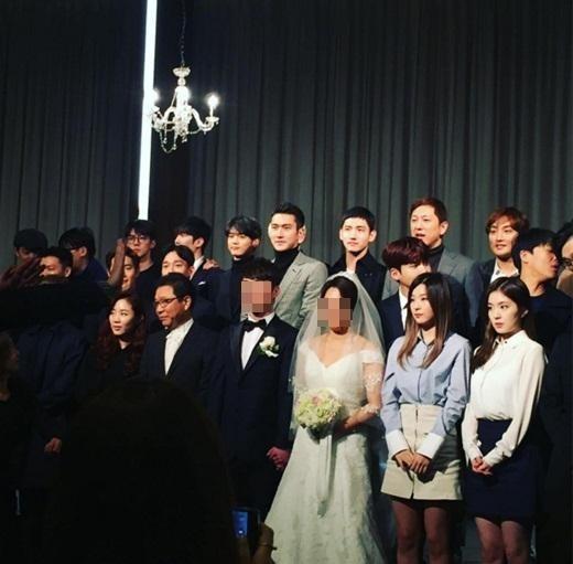 入隊中の東方神起 チャンミンからEXOメンバーまで…SM所属歌手がスーツ姿で集合した理由は