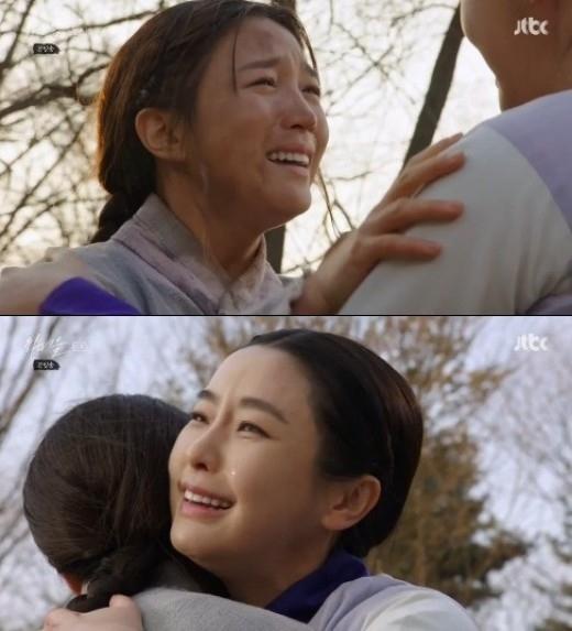 「下女たち」チョン・ユミ&イ・チョヒ、再会に号泣