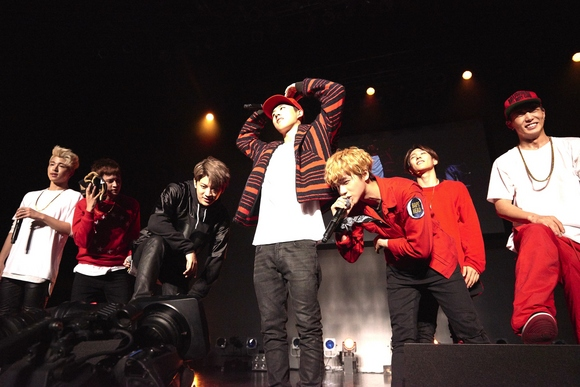 【REPORT】2016年日本デビューの大型新人iKON、ファンとの再会を誓った感動の一夜