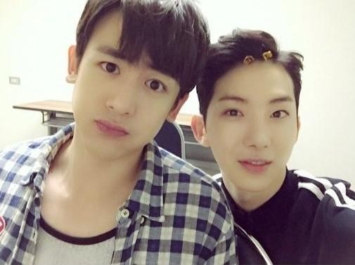 "2PM ニックン&2AM チョグォン「JYP NATION」前にキュートなツーショット公開""クングォン"""