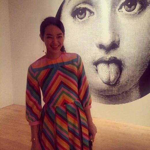 """シン・ミナ、ニューヨークでの近況を公開""""展示会で華やかな笑顔"""""""