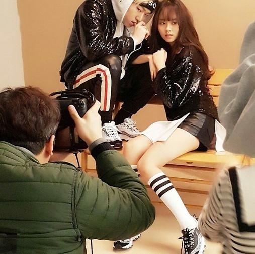 Block B ジコ&キム・ソヒョン、グラビア撮影中に密着ポーズ…スラリとした長い脚に視線集中