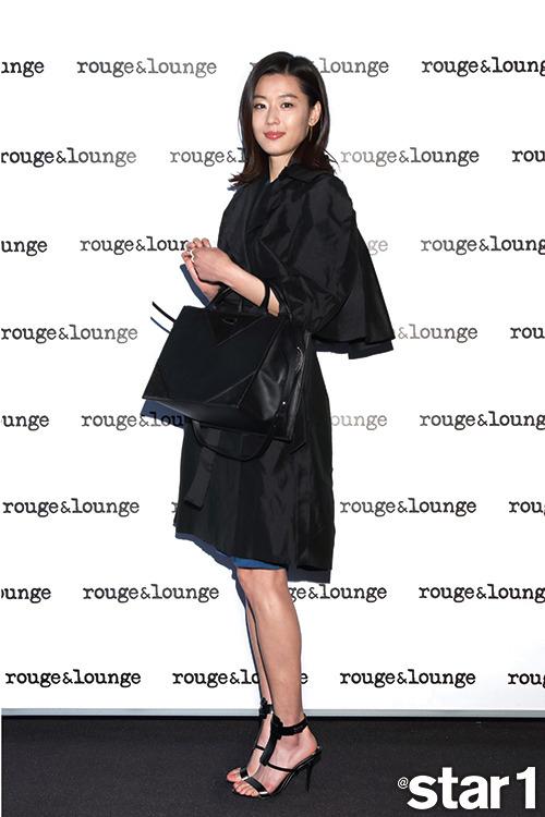 韓国スターのコスメ&ファッション、どこの製品?流行アイテムを徹底分析