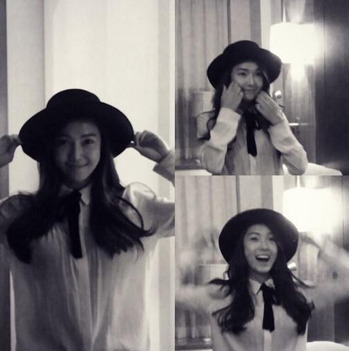 ジェシカ、母親の帽子をかぶって明るい笑顔「一人で楽しい~」