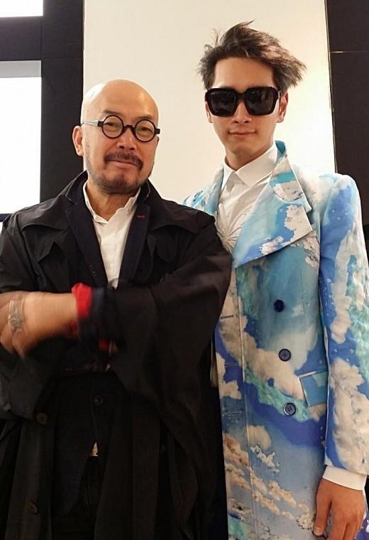 イ・サンボンデザイナー、2PM チャンソンとのツーショット公開「魅力的なモダンボーイ」