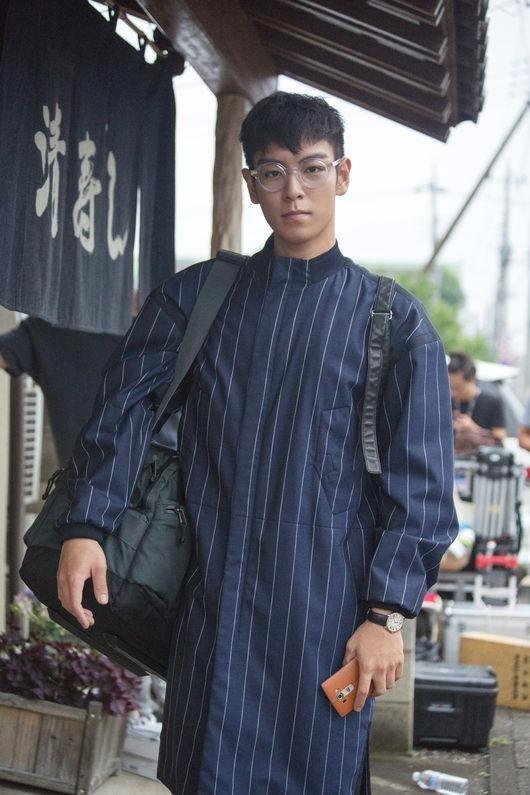「シークレット・メッセージ」BIGBANGのT.O.P、日本で撮影したビハインドカット公開…個性的なファッションセンス