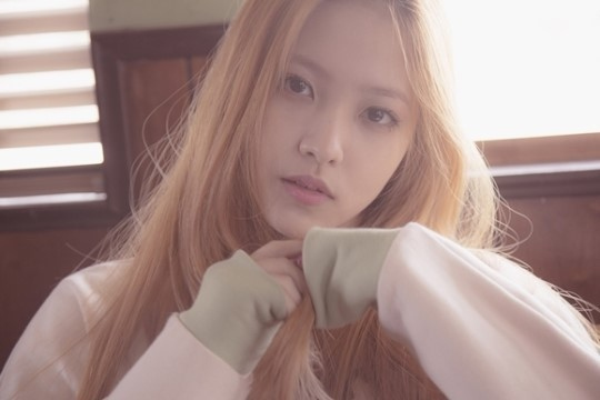 Red Velvetの新メンバーイェリ「姉さんたちと一生懸命に練習中…関心をお願いします」