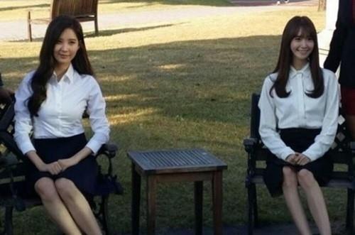 少女時代 ユナ&ソヒョン、卒業アルバムの写真撮影中にキャッチされた姿が話題