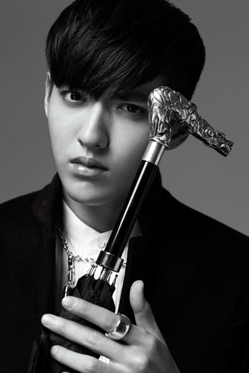 EXOを離れたクリス、男性美溢れるモノクロのグラビア公開