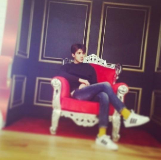 """EXO セフン、王子様のような日常を公開…""""黄金比率のルックス"""""""