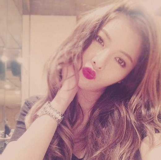 4Minute キム・ヒョナ、ラブリーな赤いリップ…愛嬌たっぷりの表情を披露