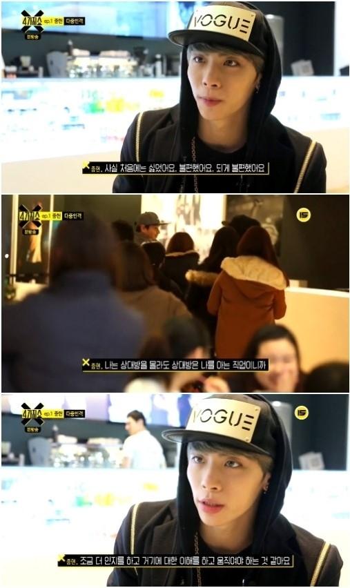 SHINee ジョンヒョン「食べる姿を見守るファン、最初は嫌で居心地が悪かった」
