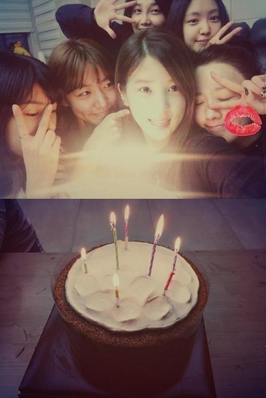 "Apink パク・チョロン、誕生日を記念して団体写真を公開""本当に幸せです"""