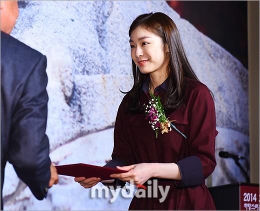 キム・ヨナ&キム・ヒョジュ、誇らしい高麗大体育人賞を受賞