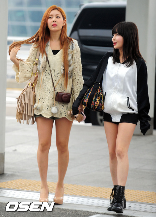 10日午前、仁川(インチョン)空港でT-ARAのキュリとボラムがイタリアへの出国手続きに向かって