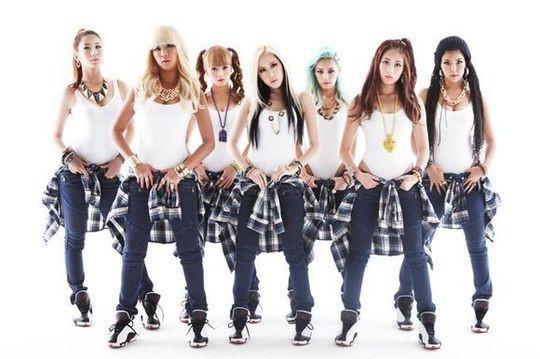 7人組のヒップホップガールズグループWASSUPが、20日のニューシングル「NOM NOM NOM」リリースを前に衣装コンセプト写真を公開した。